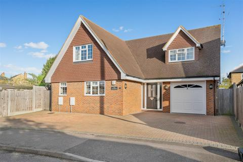 4 bedroom detached house for sale - Warnford Gardens, Maidstone