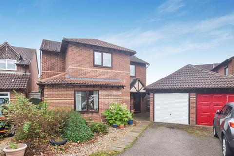 4 bedroom detached house for sale - Willow Drive, Bicester