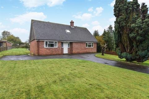 4 bedroom detached bungalow for sale - Wallop Road, Grateley, Andover