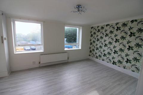 2 bedroom flat to rent - Romford RM1
