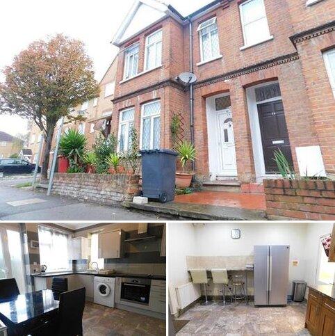 5 bedroom semi-detached house to rent - Wellesley Road, Slough, Berkshire. SL1 1UR