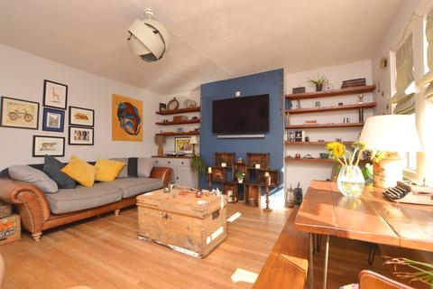 2 bedroom flat to rent - Victoria Crescent London SE19