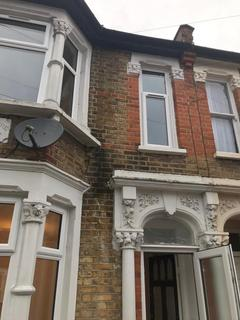 4 bedroom terraced house to rent - E17 4JY