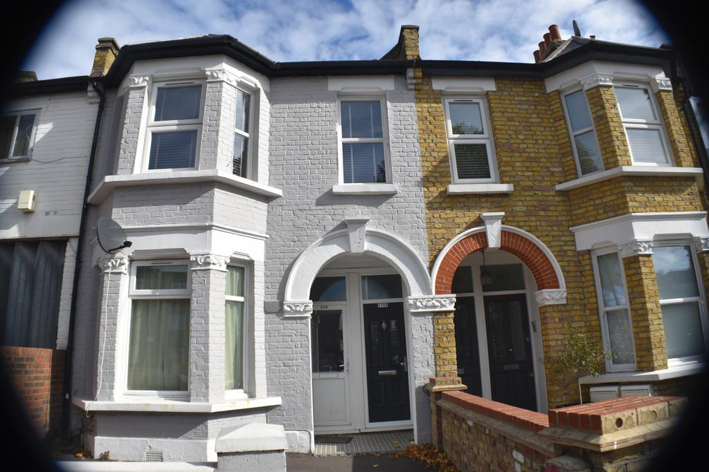 2 Bedroom Flat Acton free hold