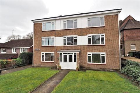 1 bedroom apartment for sale - 1 bedroom First Floor Apartment in Buckhurst Hill