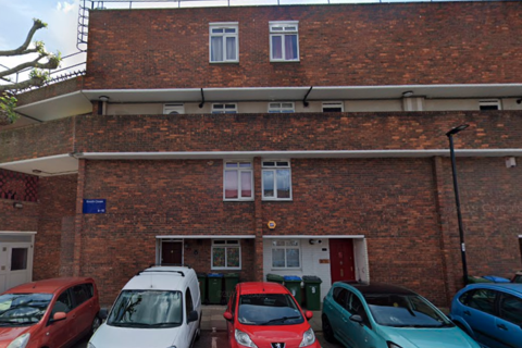 3 bedroom maisonette for sale - Booth Close, London SE28