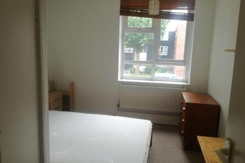 4 bedroom house share to rent - Spacious Double Room to Rent in Shared Flat in Falcon Grove, London SW11