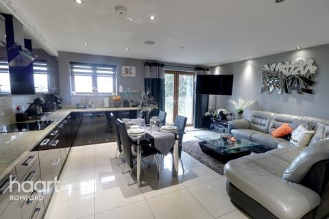 2 bedroom apartment - Marlborough Road, Romford