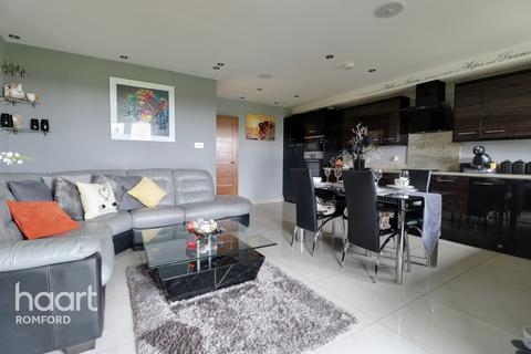 2 bedroom apartment for sale - Marlborough Road, Romford