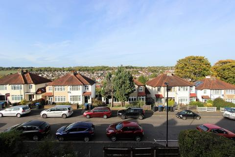 3 bedroom end of terrace house - Woodlands Grove, Coulsdon
