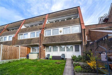 3 bedroom ground floor flat for sale - Coates Walk, Brentford, TW8
