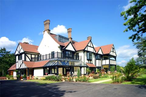 1 bedroom flat for sale - Coombe Hall Park, East Grinstead, West Sussex