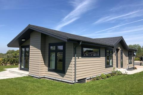 2 bedroom detached bungalow for sale - Willowpool, Burford Lane, Lymm