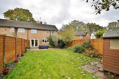 3 bedroom end of terrace house for sale - Willow Way, Woking