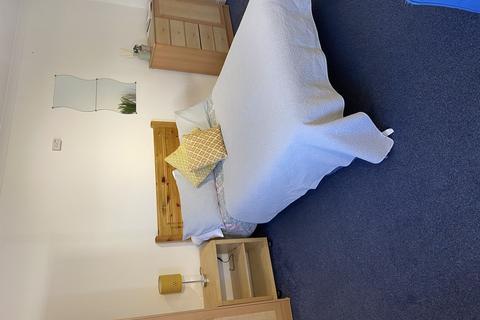 Studio to rent - Valletort House