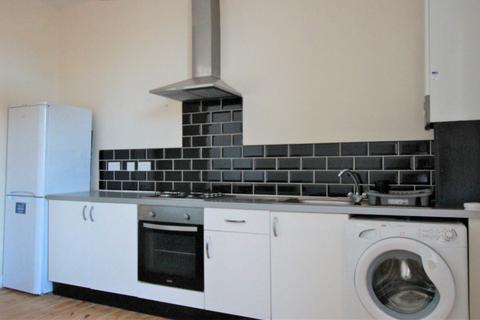 2 bedroom flat - Heaton Road, Heaton, Newcastle upon Tyne