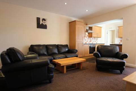 3 bedroom flat to rent - Myrtle Grove, Jesmond, Newcastle Upon Tyne
