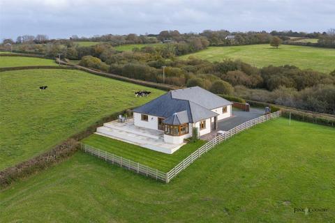 3 bedroom bungalow for sale - Nantycaws, Carmarthen, Carmarthenshire, West Wales, SA32