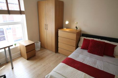 4 bedroom house share to rent - Surrey Street, Derby,
