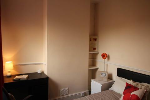 3 bedroom house share to rent - Pybus Street, Derby,