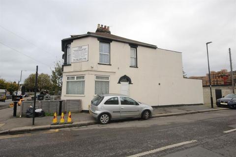 1 bedroom flat to rent - Montagu Road, London