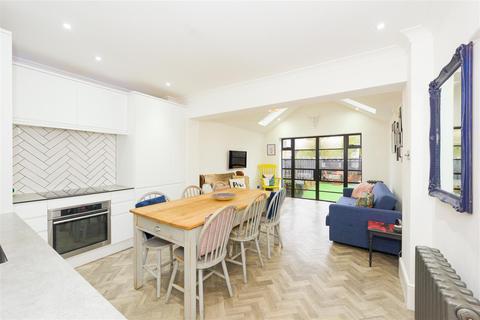 3 bedroom semi-detached house for sale - Lesbourne Road, Reigate