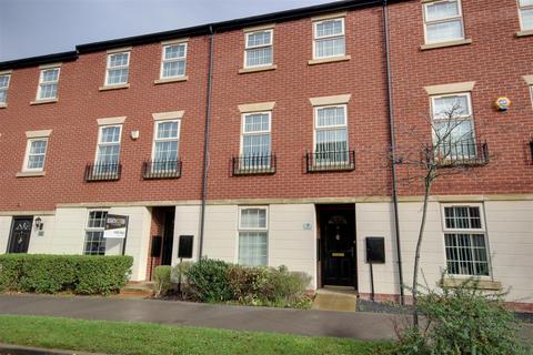 4 bedroom townhouse for sale - Legends Way, Hull