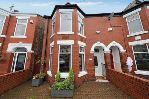 3 bedroom semi-detached house for sale - Ellesmere Avenue, Hull