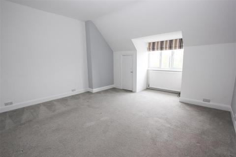 Studio to rent - Lower Addiscombe Road, Croydon