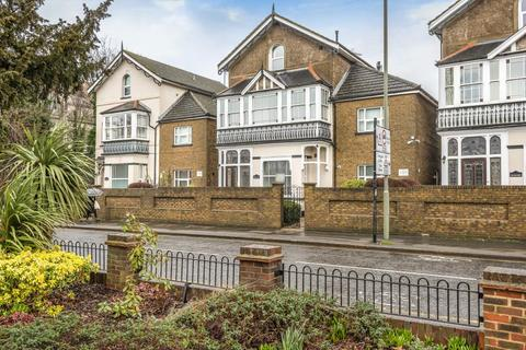 Studio to rent - Richmond Crescent,  Staines-upon-Thames,  TW18