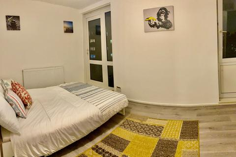4 bedroom flat share to rent - FORD STREET, LONDON E3