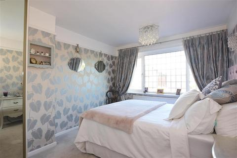 3 bedroom semi-detached house for sale - Chatsworth Drive, Frindsbury, Rochester, Kent