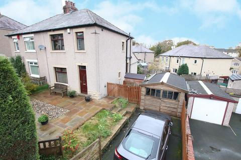 3 bedroom semi-detached house - Kingston Grove, Thackley, Bradford