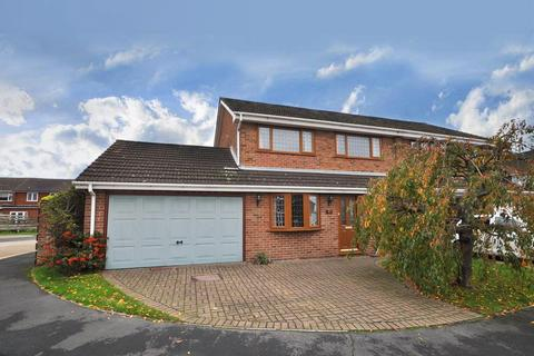 4 bedroom semi-detached house for sale - Manston Way, Hornchurch, Essex, RM12