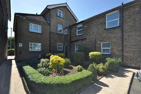 Studio to rent - Richmond Crescent, Staines-upon-Thames, Surrey, TW18