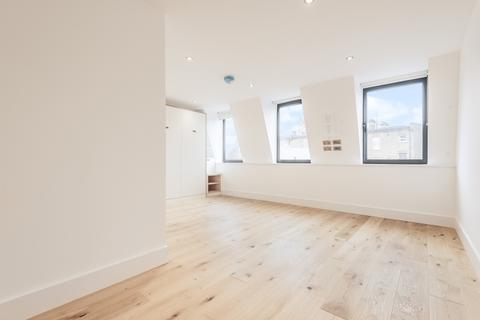 Studio to rent - St Johns Hill London SW11