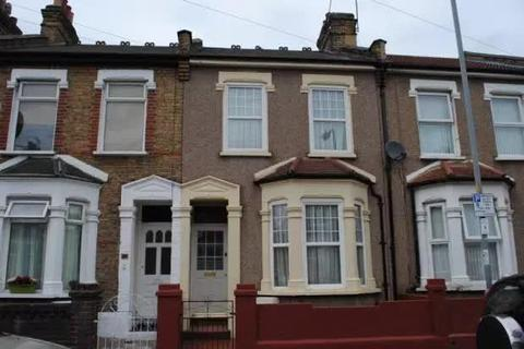 2 bedroom terraced house for sale - Francis Avenue, Ilford