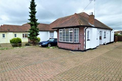 2 bedroom semi-detached bungalow for sale - Prittlewell Chase, Westcliff on sea, Westcliff on sea, Essex.