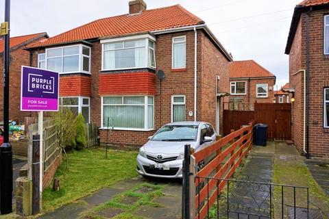 3 bedroom semi-detached house - 10 Rennington Place