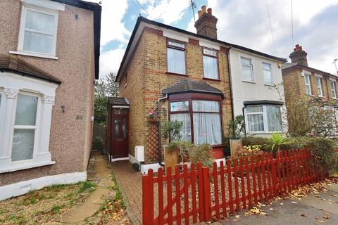3 bedroom semi-detached house - Stockland Road, Romford, RM7