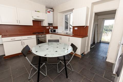 4 bedroom terraced house - Laura St