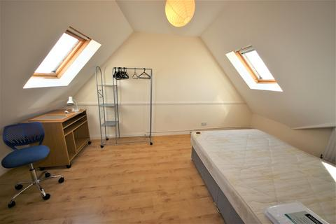 3 bedroom flat to rent - Wimborne Road, Winton Banks, Bournemouth