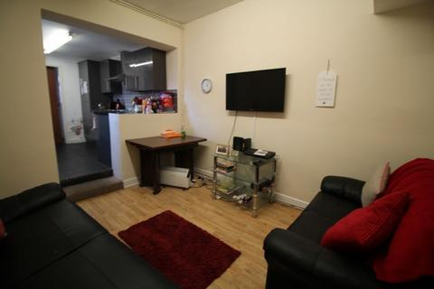 4 bedroom terraced house to rent - 4 Bedroom, Russell Road