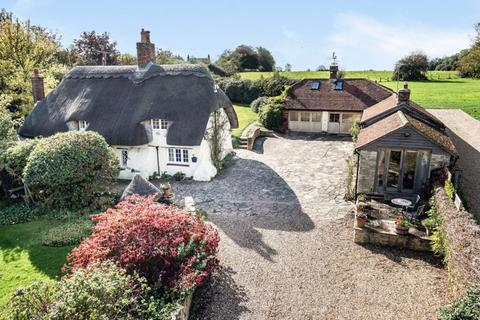 5 bedroom character property for sale - 87 Eythrope Road, Stone