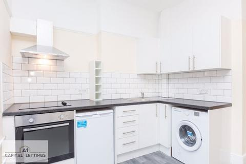 Studio to rent - Aldermans Hill, Palmers Green
