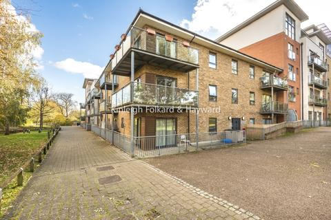 2 bedroom flat - Hither Green Lane London SE13
