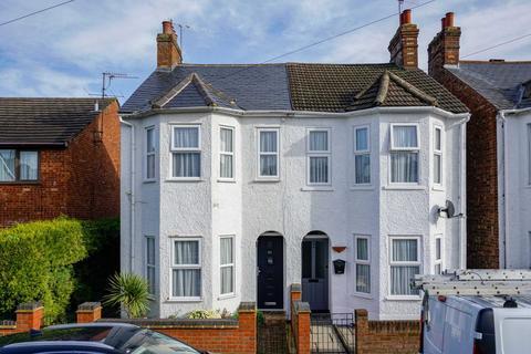 3 bedroom semi-detached house - Ebberns Road, Apsley