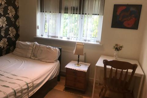 1 bedroom in a house share to rent - da8