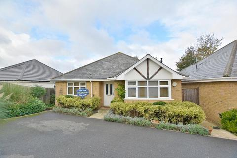 2 bedroom detached bungalow for sale - Lewis Gardens, Bournemouth, BH10 5ER