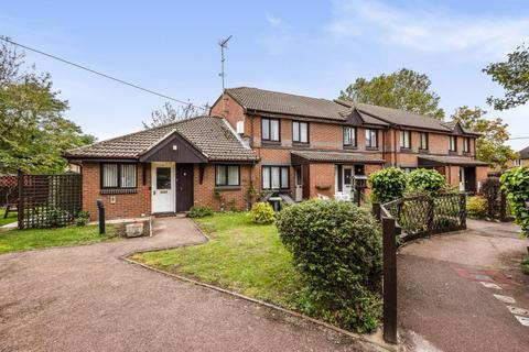 2 bedroom semi-detached bungalow for sale - Staines-Upon-Thames,  Spelthorne,  TW18